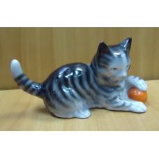 Кошка с клубком, Германия