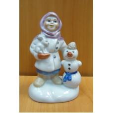 Девочка с кроликом и снеговик